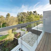 Quality Luxury Aluminum U channel clear tempered glass balustrade for Balcony for sale