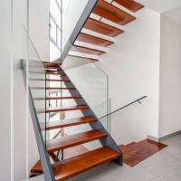 Quality Low Cost Double Stringer Staircase For House With Professional Design for sale
