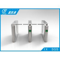 Quality Full Automatic Drop Arm Turnstile Bi - Direction 50 - 60 Persons/Min Remote Control for sale