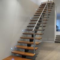 Quality Open Riser Wood Staircase Fashionable Design Straight Staircase for sale