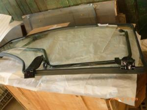 Quality ISO YTO X1204 Tractor Door Glass 4WD Drive Tractor Engine Parts for sale